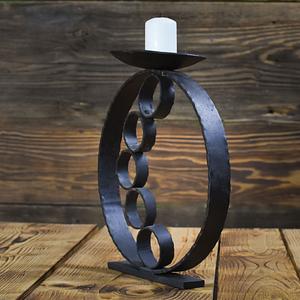 Awangardowy ręcznie wykonany z metalu świecznik