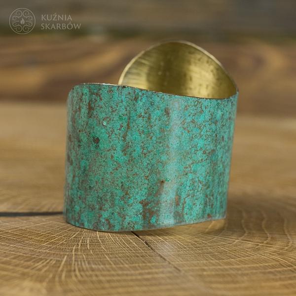 Atrakcyjna patynowana bransoleta wykuta ręcznie