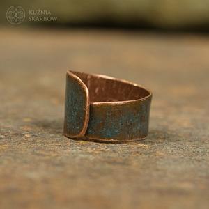 pierścionek patynowany