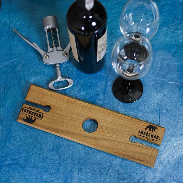 Oryginalny i praktyczny stojak na wino i kieliszki