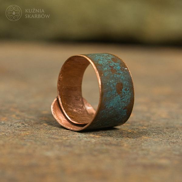Patynowany ręcznie robiony pierścionek damski