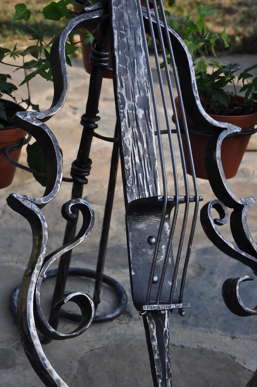 kuty kwietnik wiolonczela wykonana na konkurs kowalski wygrany przez nasza kuźnię